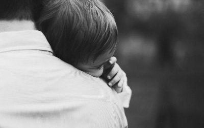 Будьте для ребенка утешителем