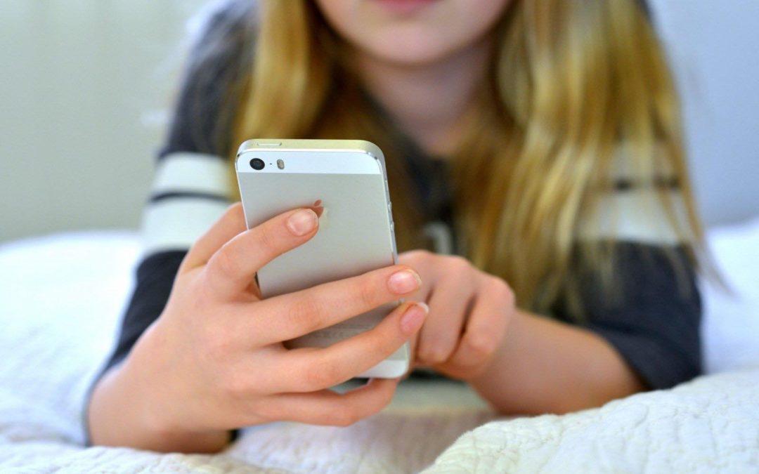 Что делать, когда все свободное время ребенок проводит в телефоне
